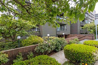 "Main Photo: 201 1340 DUCHESS Avenue in West Vancouver: Ambleside Condo for sale in ""DUCHESS LANE"" : MLS®# R2456137"