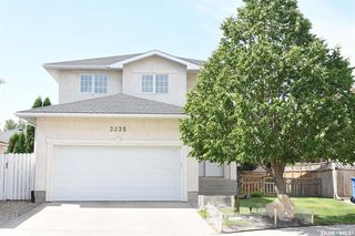 Photo 1: 3235 Thames Crescent East in Regina: Windsor Park Residential for sale : MLS®# SK815535