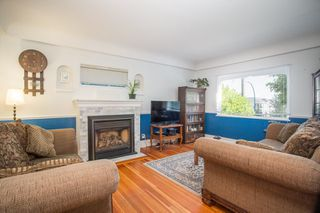Photo 2: 949 HARRIS Avenue in Coquitlam: Maillardville House for sale : MLS®# R2476329