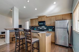 Photo 4: 736 PRESTWICK Circle SE in Calgary: McKenzie Towne Detached for sale : MLS®# A1033213