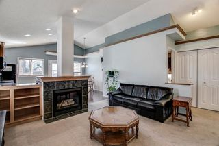 Photo 9: 736 PRESTWICK Circle SE in Calgary: McKenzie Towne Detached for sale : MLS®# A1033213