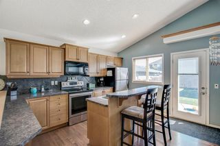Photo 2: 736 PRESTWICK Circle SE in Calgary: McKenzie Towne Detached for sale : MLS®# A1033213