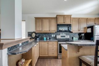Photo 3: 736 PRESTWICK Circle SE in Calgary: McKenzie Towne Detached for sale : MLS®# A1033213