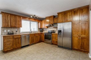 Photo 8: 608 Willacy Drive SE in Calgary: Willow Park Detached for sale : MLS®# A1050257