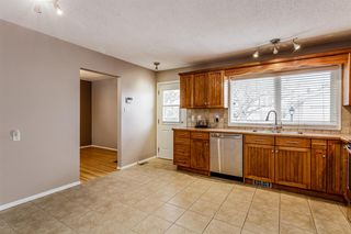 Photo 10: 608 Willacy Drive SE in Calgary: Willow Park Detached for sale : MLS®# A1050257
