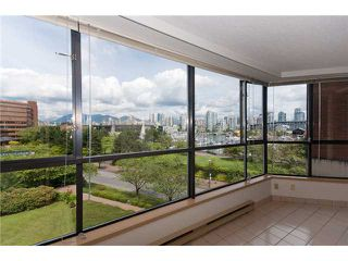"Photo 8: 304 1490 PENNYFARTHING Drive in Vancouver: False Creek Condo for sale in ""HARBOUR COVE"" (Vancouver West)  : MLS®# V839752"