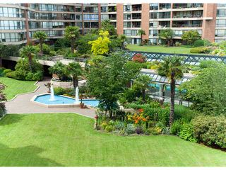 "Photo 3: 304 1490 PENNYFARTHING Drive in Vancouver: False Creek Condo for sale in ""HARBOUR COVE"" (Vancouver West)  : MLS®# V839752"