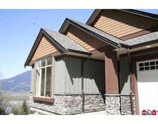 "Photo 1: 27 43540 ALAMEDA Drive in Chilliwack: Chilliwack Mountain Townhouse for sale in ""RETRIEVER RIDGE"" : MLS®# H2805190"