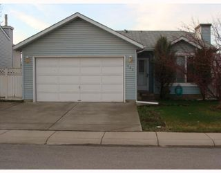 Photo 1: 151 APPLETREE Close SE in CALGARY: Applewood Residential Detached Single Family for sale (Calgary)  : MLS®# C3377516