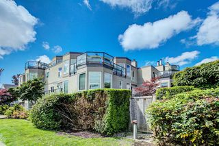 "Photo 2: 105 2110 CORNWALL Avenue in Vancouver: Kitsilano Condo for sale in ""Seagate Villa"" (Vancouver West)  : MLS®# R2467038"