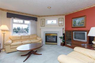 Photo 2: 212 1085 Tillicum Rd in Esquimalt: Es Kinsmen Park Condo for sale : MLS®# 834673