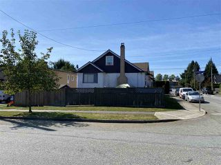 """Photo 3: 1102 DUBLIN Street in New Westminster: Moody Park House for sale in """"Moody Park"""" : MLS®# R2495148"""