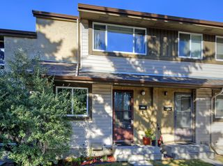 Photo 1: 14 310 BROOKMERE Road SW in Calgary: Braeside Row/Townhouse for sale : MLS®# A1031806
