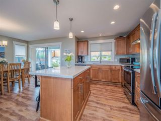 """Photo 5: 5537 PEREGRINE Crescent in Sechelt: Sechelt District House for sale in """"Silverstone Heights"""" (Sunshine Coast)  : MLS®# R2499583"""