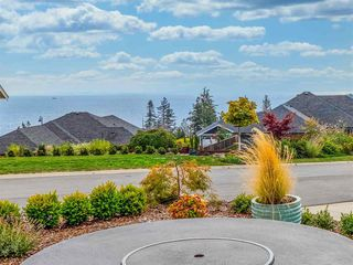 """Photo 2: 5537 PEREGRINE Crescent in Sechelt: Sechelt District House for sale in """"Silverstone Heights"""" (Sunshine Coast)  : MLS®# R2499583"""