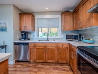 """Photo 11: 5537 PEREGRINE Crescent in Sechelt: Sechelt District House for sale in """"Silverstone Heights"""" (Sunshine Coast)  : MLS®# R2499583"""