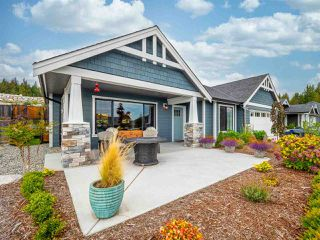"""Photo 1: 5537 PEREGRINE Crescent in Sechelt: Sechelt District House for sale in """"Silverstone Heights"""" (Sunshine Coast)  : MLS®# R2499583"""