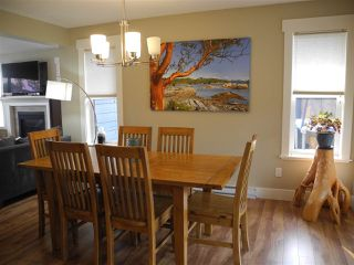 """Photo 10: 5537 PEREGRINE Crescent in Sechelt: Sechelt District House for sale in """"Silverstone Heights"""" (Sunshine Coast)  : MLS®# R2499583"""