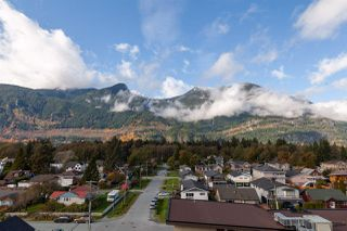 """Photo 17: 404 38013 THIRD Avenue in Squamish: Downtown SQ Condo for sale in """"THE LAUREN"""" : MLS®# R2466144"""