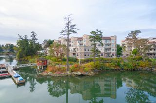 Photo 2: 4 1083 Tillicum Rd in : Es Kinsmen Park Condo for sale (Esquimalt)  : MLS®# 851611
