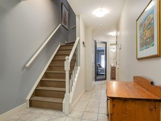 Photo 3: 502 10 Discovery Ridge Hill SW in Calgary: Discovery Ridge Row/Townhouse for sale : MLS®# A1050015