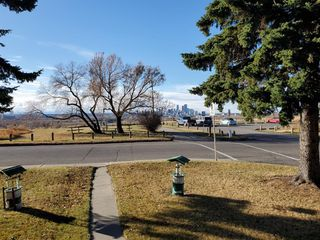 Photo 3: 2502 26 Street SE in Calgary: Southview Detached for sale : MLS®# A1059886