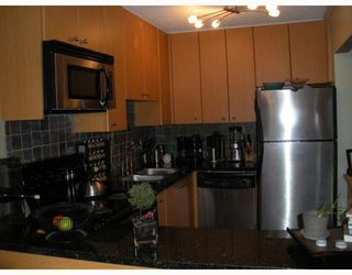 """Photo 2: 210 1930 W 3RD Avenue in Vancouver: Kitsilano Condo for sale in """"The Westview"""" (Vancouver West)  : MLS®# V761959"""