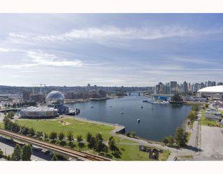 "Photo 2: 1704 120 MILROSS Avenue in Vancouver: Mount Pleasant VE Condo for sale in ""Brighton"" (Vancouver East)  : MLS®# V768069"