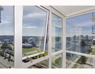 "Photo 8: 1704 120 MILROSS Avenue in Vancouver: Mount Pleasant VE Condo for sale in ""Brighton"" (Vancouver East)  : MLS®# V768069"