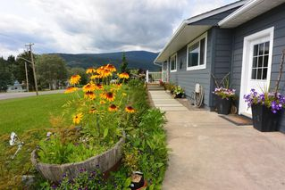 """Photo 3: 1815 PRINCESS Street in Smithers: Smithers - Town House for sale in """"Hill Section"""" (Smithers And Area (Zone 54))  : MLS®# R2392951"""