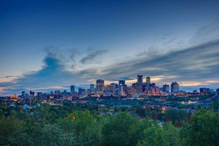 Photo 2: 8953 STRATHEARN Drive in Edmonton: Zone 18 House for sale : MLS®# E4175054