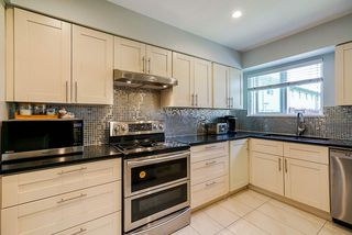 """Photo 2: 111 10748 GUILDFORD Drive in Surrey: Guildford Townhouse for sale in """"GUILDFORD CLOSE"""" (North Surrey)  : MLS®# R2457546"""