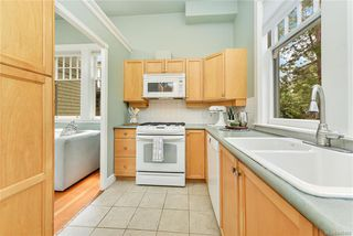 Photo 3: 4 914 St. Charles St in Victoria: Vi Rockland Row/Townhouse for sale : MLS®# 845160