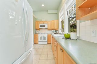 Photo 4: 4 914 St. Charles St in Victoria: Vi Rockland Row/Townhouse for sale : MLS®# 845160
