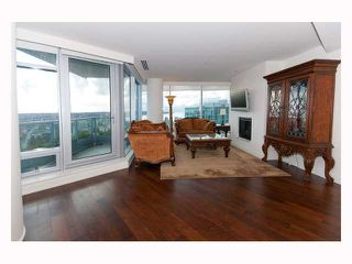 "Photo 2: 3308 1111 ALBERNI Street in Vancouver: West End VW Condo for sale in ""SHANGRI-LA"" (Vancouver West)  : MLS®# V812031"