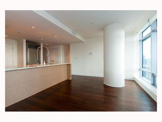 "Photo 4: 3308 1111 ALBERNI Street in Vancouver: West End VW Condo for sale in ""SHANGRI-LA"" (Vancouver West)  : MLS®# V812031"