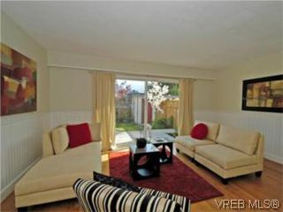 Photo 1: 9 10145 Third St in SIDNEY: Si Sidney North-East Row/Townhouse for sale (Sidney)  : MLS®# 534132