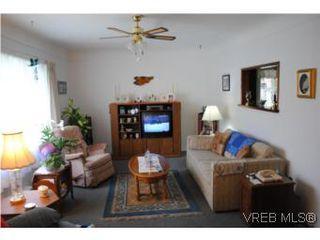 Photo 5: 1029-1031 Colville Rd in VICTORIA: Es Rockheights Full Duplex for sale (Esquimalt)  : MLS®# 535043