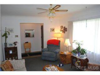 Photo 6: 1029-1031 Colville Rd in VICTORIA: Es Rockheights Full Duplex for sale (Esquimalt)  : MLS®# 535043