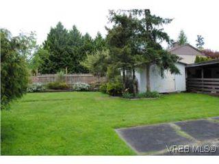 Photo 2: 1029-1031 Colville Rd in VICTORIA: Es Rockheights Full Duplex for sale (Esquimalt)  : MLS®# 535043