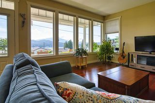 Photo 5: 629 MARTIN Road in Gibsons: Gibsons & Area House for sale (Sunshine Coast)  : MLS®# R2469876