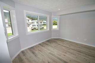 Photo 6: 4044 2ND Avenue in Smithers: Smithers - Town 1/2 Duplex for sale (Smithers And Area (Zone 54))  : MLS®# R2480712