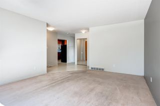 Photo 4: 3835 CHARLESWOOD Drive NW in Calgary: Charleswood Detached for sale : MLS®# A1020655