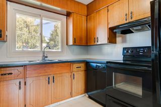 Photo 8: 3835 CHARLESWOOD Drive NW in Calgary: Charleswood Detached for sale : MLS®# A1020655