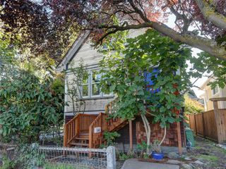 Photo 2: 2341 Dowler Pl in : Vi Central Park House for sale (Victoria)  : MLS®# 858750