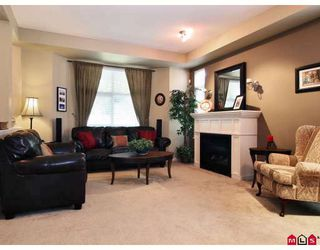 """Photo 4: 6 20120 68TH Avenue in Langley: Willoughby Heights Townhouse for sale in """"The Oaks"""" : MLS®# F2822577"""