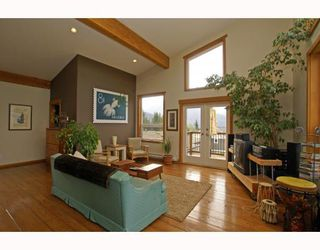 Photo 5: 1013 TOBERMORY Way in Squamish: Garibaldi Highlands House for sale : MLS®# V757176