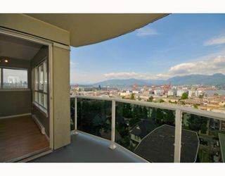 "Photo 10: 901 1833 FRANCES Street in Vancouver: Hastings Condo for sale in ""PANORAMA GARDENS"" (Vancouver East)  : MLS®# V773744"