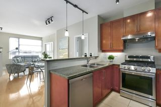 "Photo 8: 504 2655 CRANBERRY Drive in Vancouver: Kitsilano Condo for sale in ""New Yorker"" (Vancouver West)  : MLS®# R2403928"