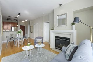 "Photo 2: 504 2655 CRANBERRY Drive in Vancouver: Kitsilano Condo for sale in ""New Yorker"" (Vancouver West)  : MLS®# R2403928"